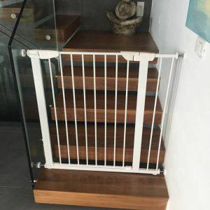 שער לפתחים רחבים לסגירת 2 גרמי מדרגות הותקן בהרצליה